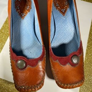 Indigo by Clark's fun boho leather  shoes brown